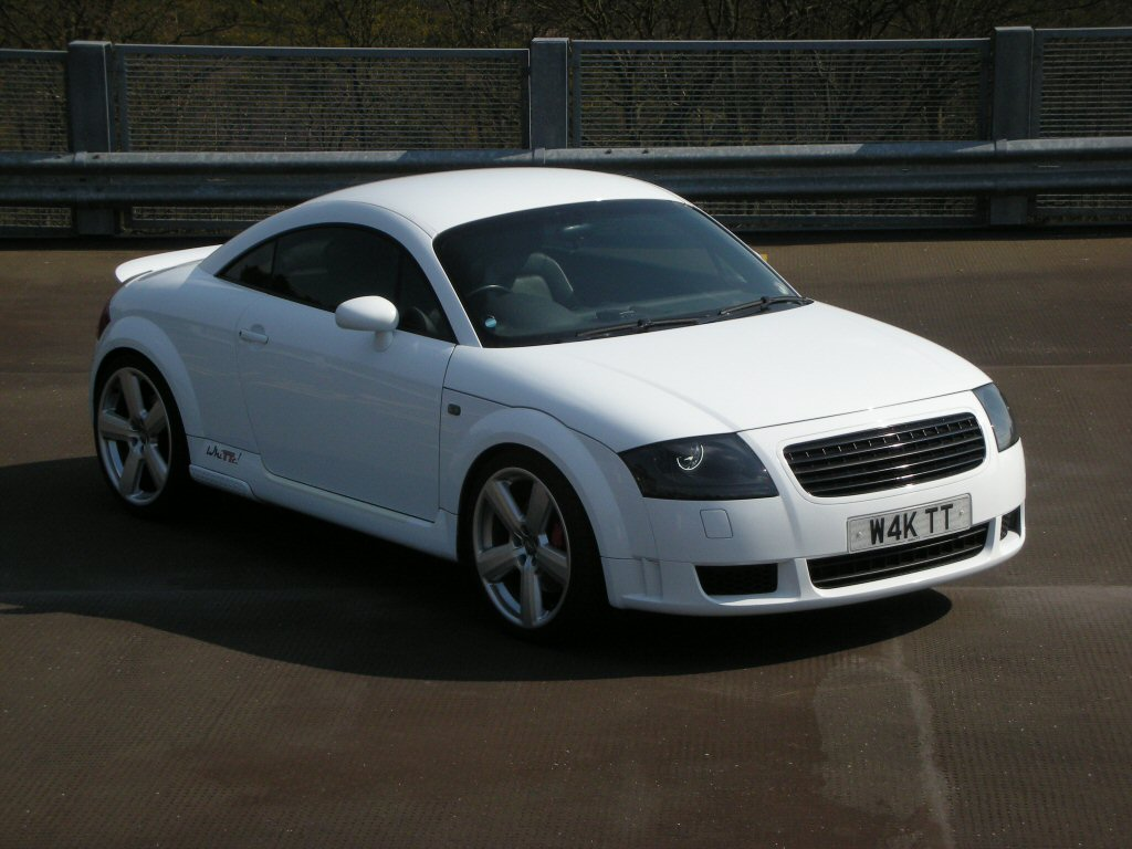 the audi tt forum view topic pictures of waks white tt. Black Bedroom Furniture Sets. Home Design Ideas