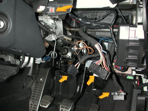 Dscn3992 the audi tt forum \u2022 view topic wipers not working washer is audi tt mk1 fuse box location at mifinder.co